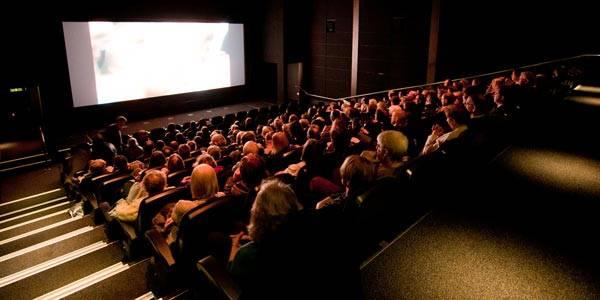 سینما در شاپینگ مال