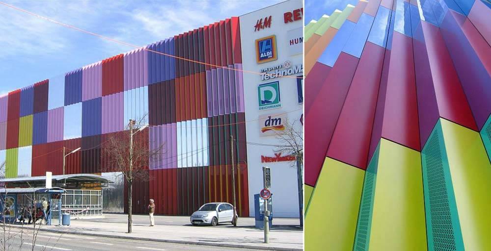 رنگ در مجتمع تجاری