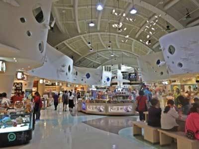 فروشگاههایی در مجتمع خدماتی رفاهی با سقف بلند در دانگ شان